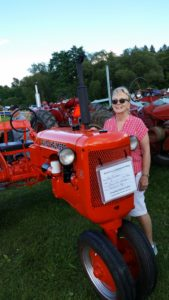 my favorite tractor, an Allis Chalmers