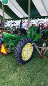 John Deere trctor